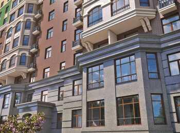 Большие окна на первых этажах